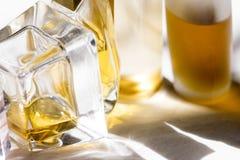 Lichtfarben und Aura mit Parfümen stockfotografie