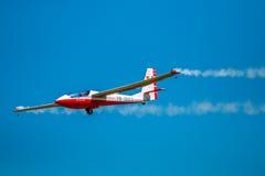 Lichtflugzeug der Flugschau ultra Stockfotos