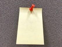 Lichtgele document nota over grijze stoffenraad Stock Foto