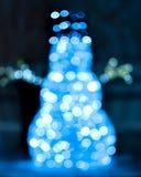 Lichtgevende Kerstmissneeuwman die van blauwe lichten wordt gemaakt Stock Afbeelding
