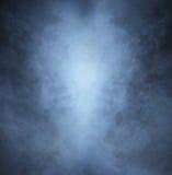 Lichtgrijze rook op een zwarte achtergrond Royalty-vrije Stock Afbeelding