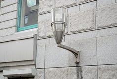 Lichtgrijze straatlantaarn stock afbeelding