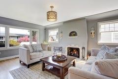 Witte woonkamer met grijze banken stock afbeelding afbeelding 47303181 - Woonkamer banken ...