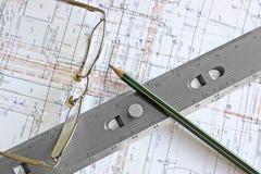 Lichtpause mit Bleistift, Gläsern und Tabellierprogramm Lizenzfreies Stockfoto