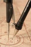 Lichtpause und Kompassse stockbild
