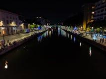 Lichtreflexion in den Kanälen von Paris in Frankreich lizenzfreies stockfoto