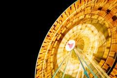 Lichtspuren auf Riesenrad lizenzfreie stockfotografie