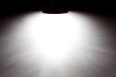 Lichtstraal op de concrete muur met exemplaarruimte Stock Foto's