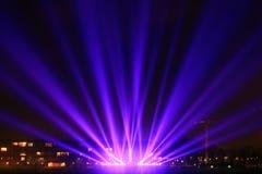 Lichtstrahlen auf der Promenade Stockbild