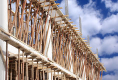 Lichtstrahlgußteil im Aufbau des neuen Gebäudes Stockfotos