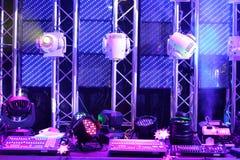 Lichttechnische Ausrüstung und Kontrollen für Vereine und Konzertsäle Stockbilder