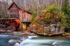 Lichtungs-Nebenfluss-Mahlgut-Mühle, Babcock Nationalpark, West Virginia stockfotografie