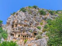 Lician Roca-cortó las tumbas en Myra fotografía de archivo