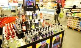 Licor e álcool no supermercado imagem de stock royalty free