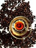 Licor marrom do aroma dos feijões de café Fotografia de Stock