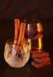 Licor o brandy en la tabla Foto de archivo libre de regalías