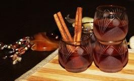 Licor o brandy en la tabla Foto de archivo