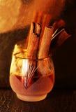 Licor o brandy en la tabla Fotos de archivo libres de regalías