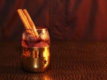 Licor o brandy en la tabla Fotografía de archivo libre de regalías