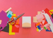 Licorne de papier sur un fond rose photos stock