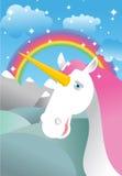 Licorne sur le paysage Arc-en-ciel, champs et prés Nuages et la SK illustration libre de droits
