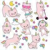 Licornes blanches mignonnes de chat de bande dessinée Ensemble drôle de vecteur de chatons de caticorn illustration stock