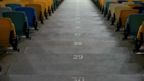 Liczący schodki z miejsc siedzących miejscami, sporta stadium trybuną lub filharmonią, fotografia royalty free
