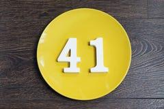 Liczba czterdzieści jeden na żółtym talerzu fotografia royalty free