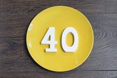 Liczba czterdzieści na żółtym talerzu fotografia stock