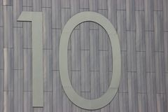 Liczba dziesięć na szarym metalu tle Różni materiały wpólnie numerator obraz royalty free