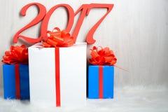 Liczba 2017 i Bożenarodzeniowi prezenty Obraz Stock