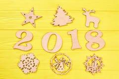 Liczba 2018 i drewniane nowy rok postacie Obraz Stock