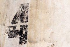 Liczba 4 malująca na starym betonowej ściany tle Fotografia Royalty Free