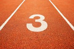 Liczba trzy na bieg śladzie Obrazy Stock