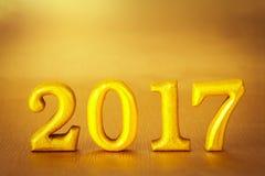 Liczba 2017 umieszczająca na złocistym eleganckim splendoru tle dla nowego ye Obrazy Royalty Free
