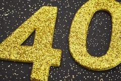 Liczby czterdzieści żółty kolor nad czarnym tłem rocznica obrazy stock