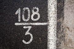 Liczby i cyfry na asfalcie Fotografia Royalty Free