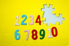 Liczby jeden, dziesięć 5 i brakująca liczba Fotografia Royalty Free