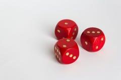 1,2,3 liczby na trzy czerwieni dices na bielu Obrazy Stock