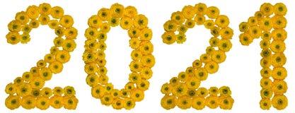 Liczebnik 2021 od żółtych kwiatów jaskier, odizolowywających na bielu Zdjęcia Royalty Free