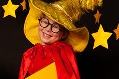 Śliczna chłopiec w szkłach i niebo obserwatora kostiumu Zdjęcia Royalty Free