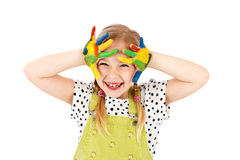 Śliczna dziewczyna bawić się z wodnymi kolorami, odosobniony pracowniany portret Zdjęcie Stock