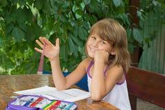 Śliczna dziewczyna robi lekcjom Zdjęcie Royalty Free