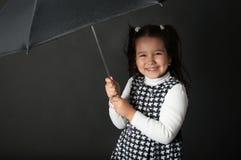 Śliczna mała dziewczynka z parasolem Zdjęcia Royalty Free