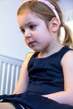 Śliczne blond dziewczyny dopatrywania kreskówki na pececie Zdjęcia Stock