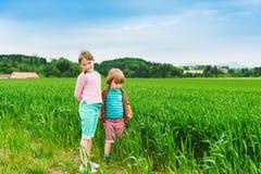 Śliczni dzieciaki outdoors Zdjęcie Royalty Free
