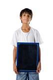 Śliczny dziecka mienia pustego miejsca blackboard obraz stock