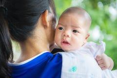 Śliczny nowonarodzony azjatykci dziecko Zdjęcie Stock