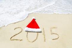 Liczy 2015 na piaskowatej plaży - wakacyjny pojęcie Obrazy Royalty Free