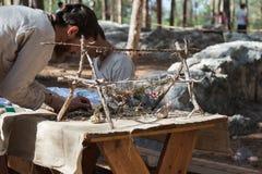 Lid van de jaarlijkse wederopbouw van het leven van de Vikingen - Lid van de jaarlijkse wederopbouw van het leven van de Vikingen Royalty-vrije Stock Foto